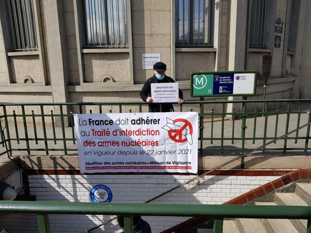 Vigie à la station de métro Balard